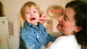 Ребенок плачет в садике: что делать (советы Комаровского, детского психолога)