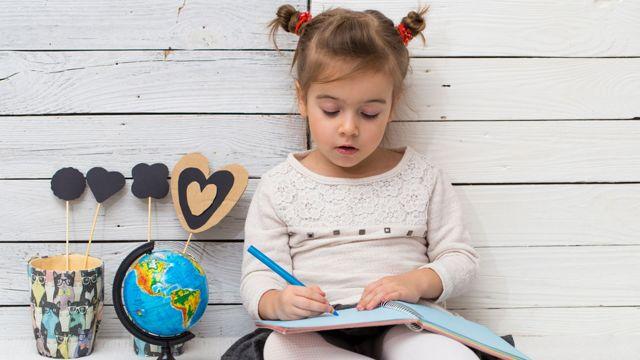 Во сколько лет отдавать ребенка в школу - советы психолога: в каком возрасте лучше, можно ли в 6?
