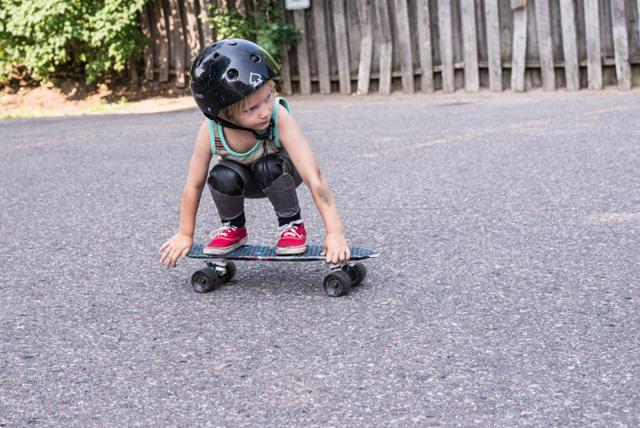 Скейтборд для начинающих детей: как выбрать скейт и научить ребенка кататься?