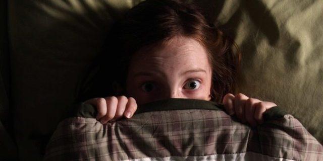 Ребенок боится темноты: почему и что делать, как побороть страх?