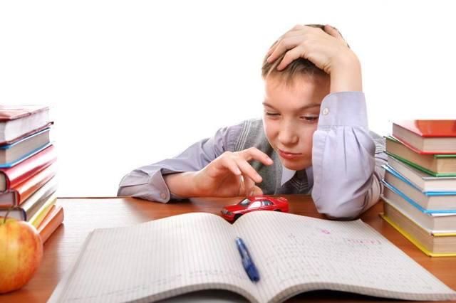 Почему ребенок плохо учится в школе и что делать: советы психолога